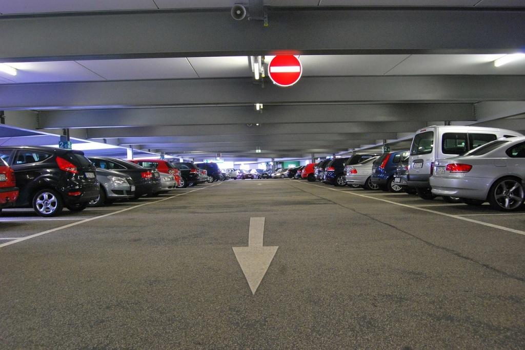 garaje con coches