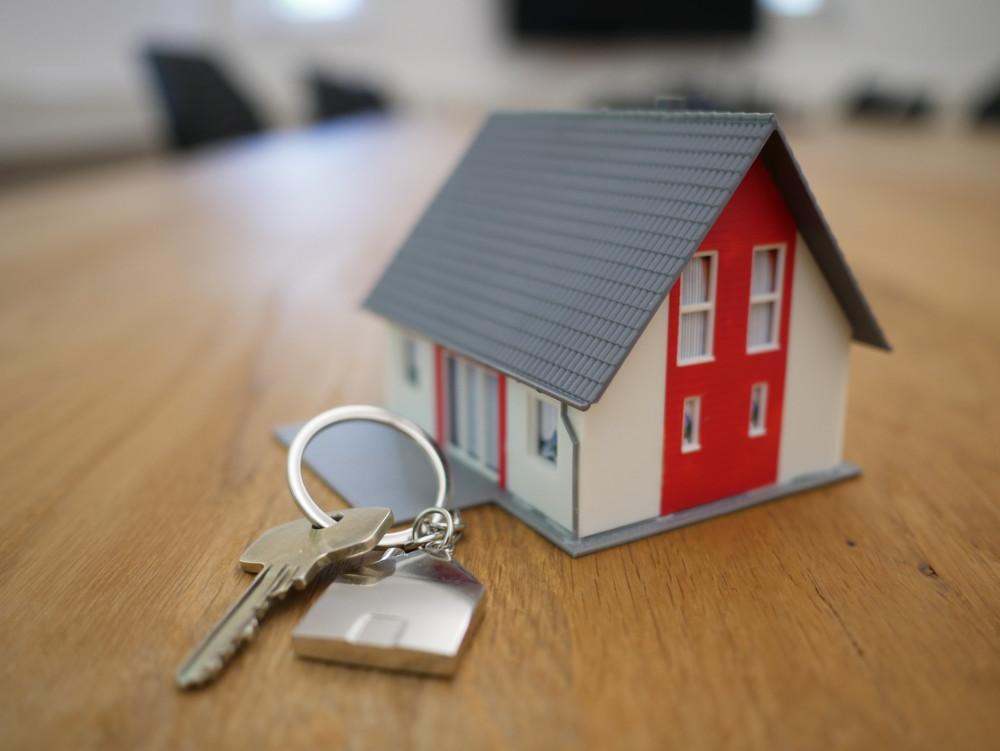 llavero de casita con llaves