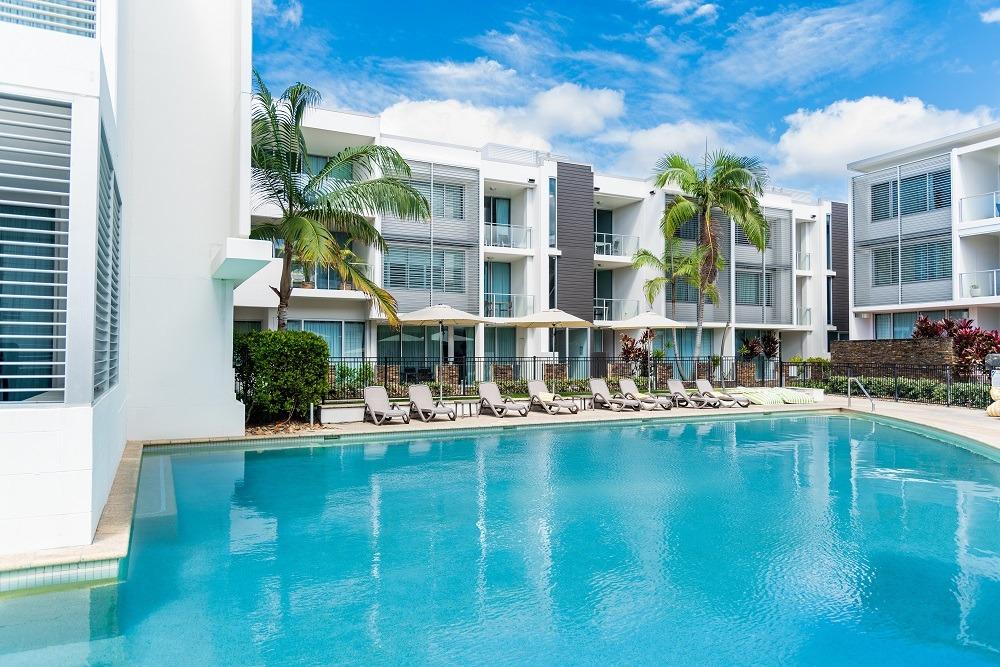 Cuándo es el mejor momento para comprar un piso (piscina)