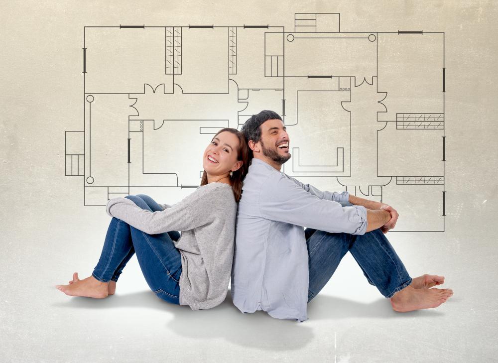 pareja sobre plano de una casa