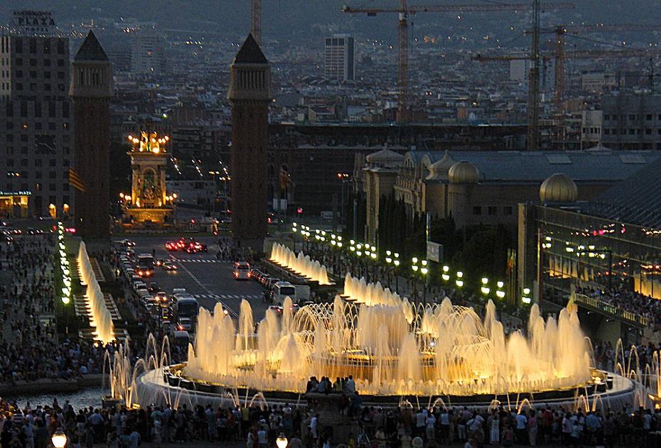 promociones pisos obra nueva distritos barcelona vista nocturna montjuic