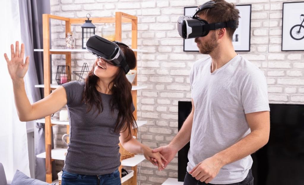 chicos con gafas de realidad virtual en un piso