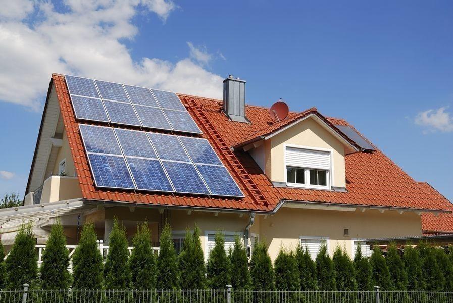 casa nueva con placas solares