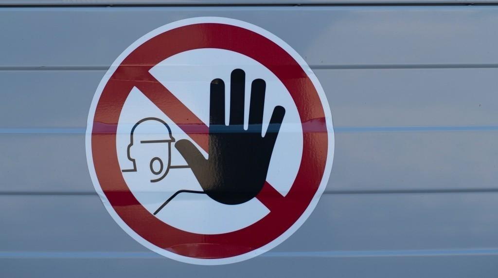 señal de obra de prohibido el paso