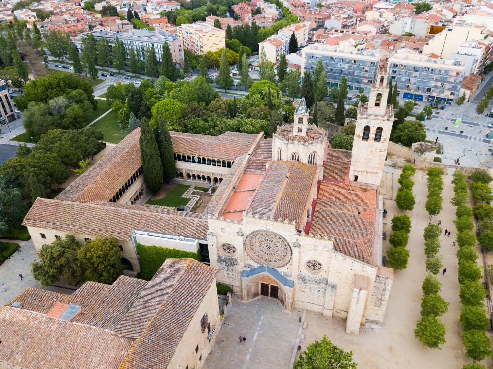 panorámica de sant cugat del vallés y su monasterio